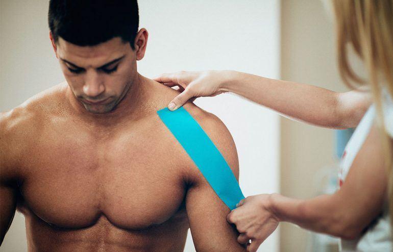 Kinesiotaping an injury